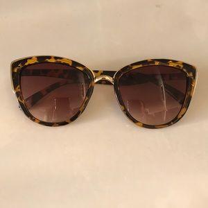 Tortoiseshell Cateye Sunglasses 🕶